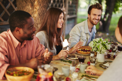 A Guide to Hosting Outdoor Thanksgiving Dinner