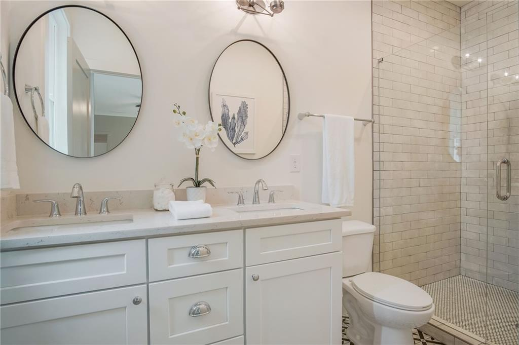 H&R Staging and Design home staging atlanta - 1819 Madrona St NW Atlanta GA 30318