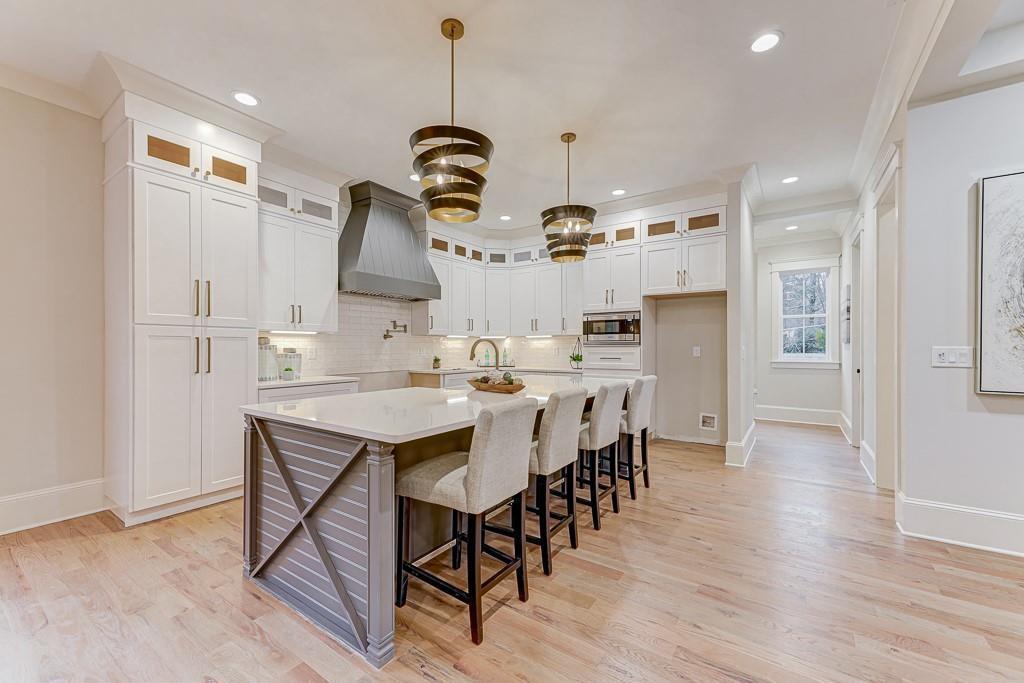 Home Staging Atlanta - 4885 Cambridge Dr Dunwoody GA 30338